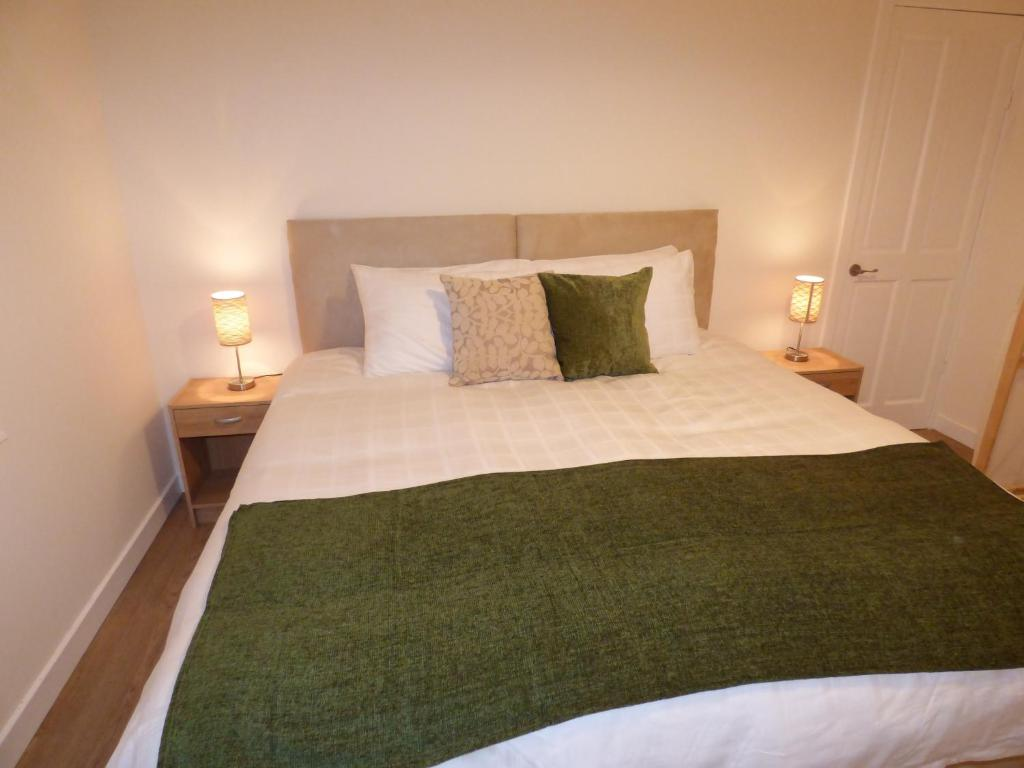 Evergreen Property - M9 Falkirk Apartment, Falkirk – Updated 2018 Prices