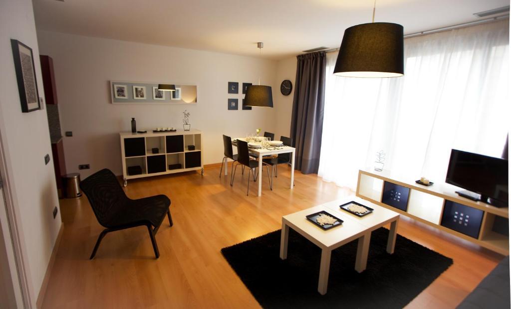 gran imagen de Apartaments Casanova Bcn