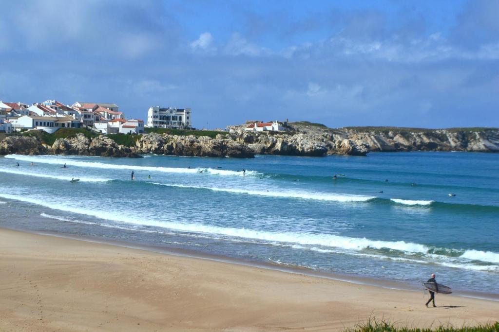 Hostel Surf House Peniche Baleal Portugal Bookingcom - Portugal map baleal