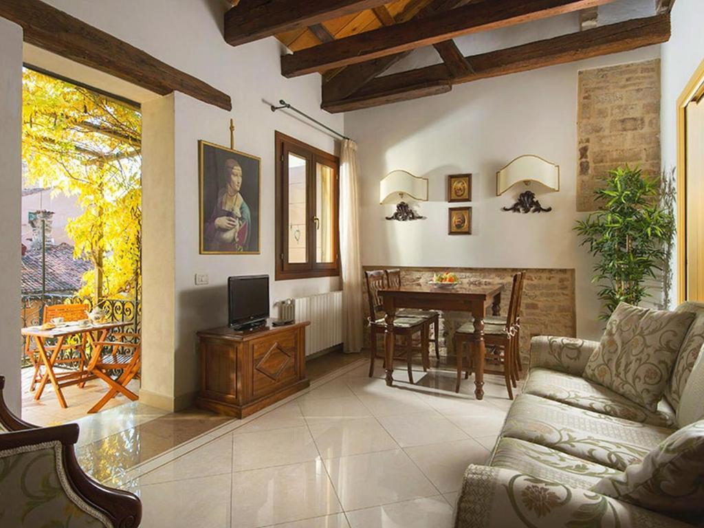 holiday home san giacomo terrazza venice italy. Black Bedroom Furniture Sets. Home Design Ideas