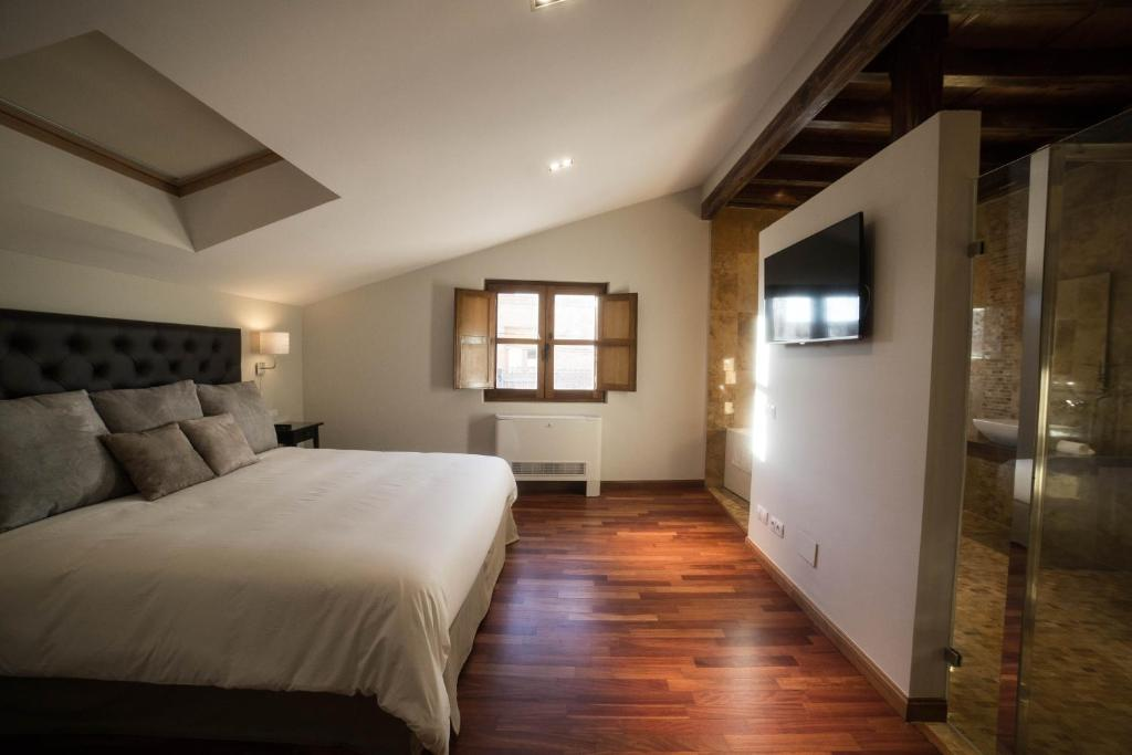 hotels with  charm in madrigal de las altas torres  14