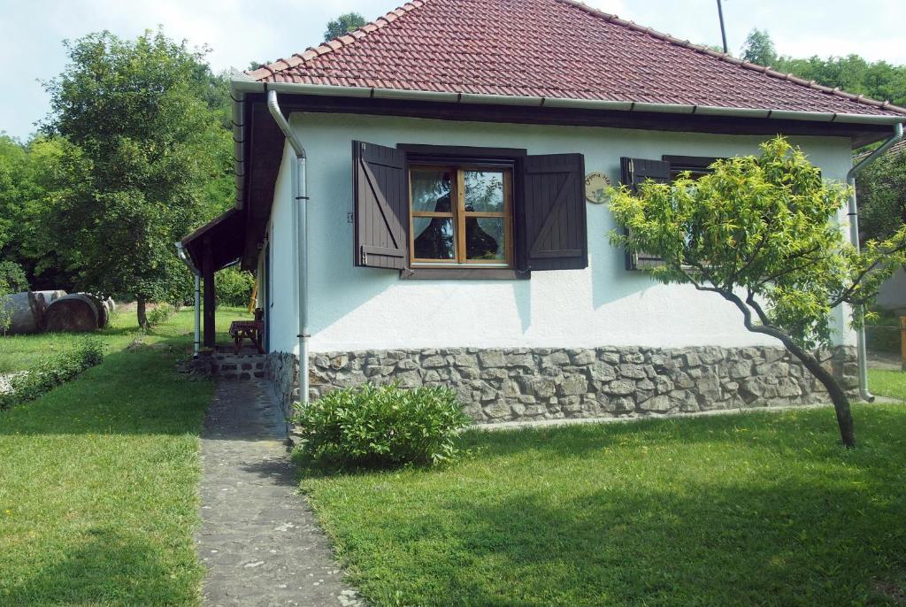 Un patio o zona al aire libre en Orgona Ház