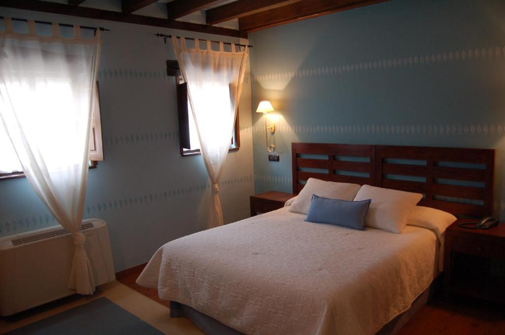 boutique hotels in santillana del mar  77