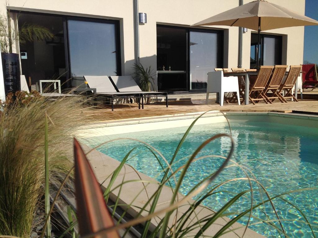 Villa lann march piscine priv e clohars carno t france - Villa piscine privee ...