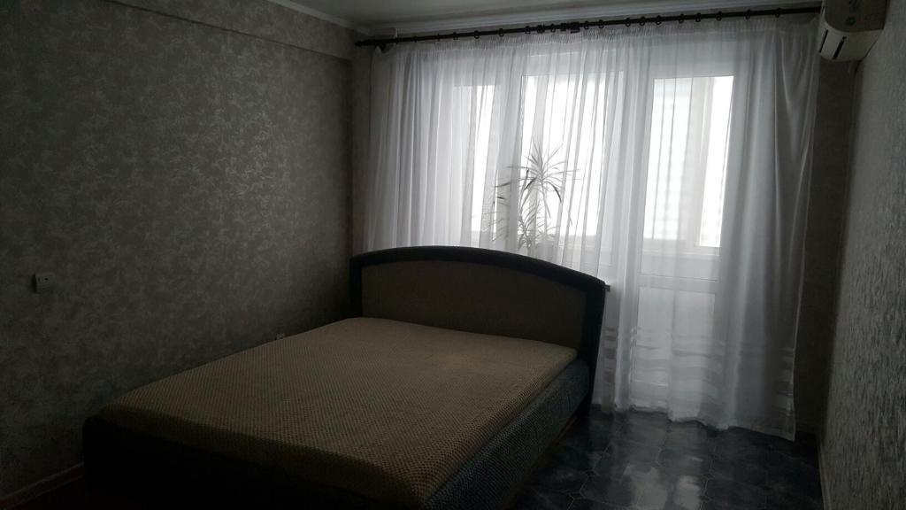 Кровать или кровати в номере Apartamenty na ulitse Savushkina