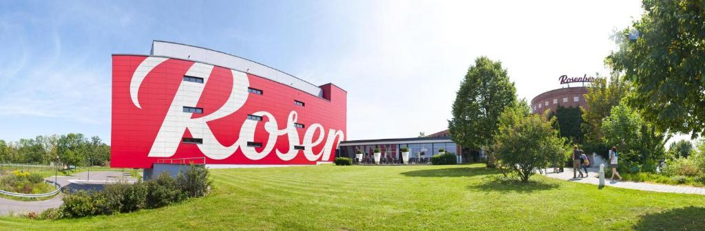 A garden outside Rosenberger Motor-Hotel Ansfelden