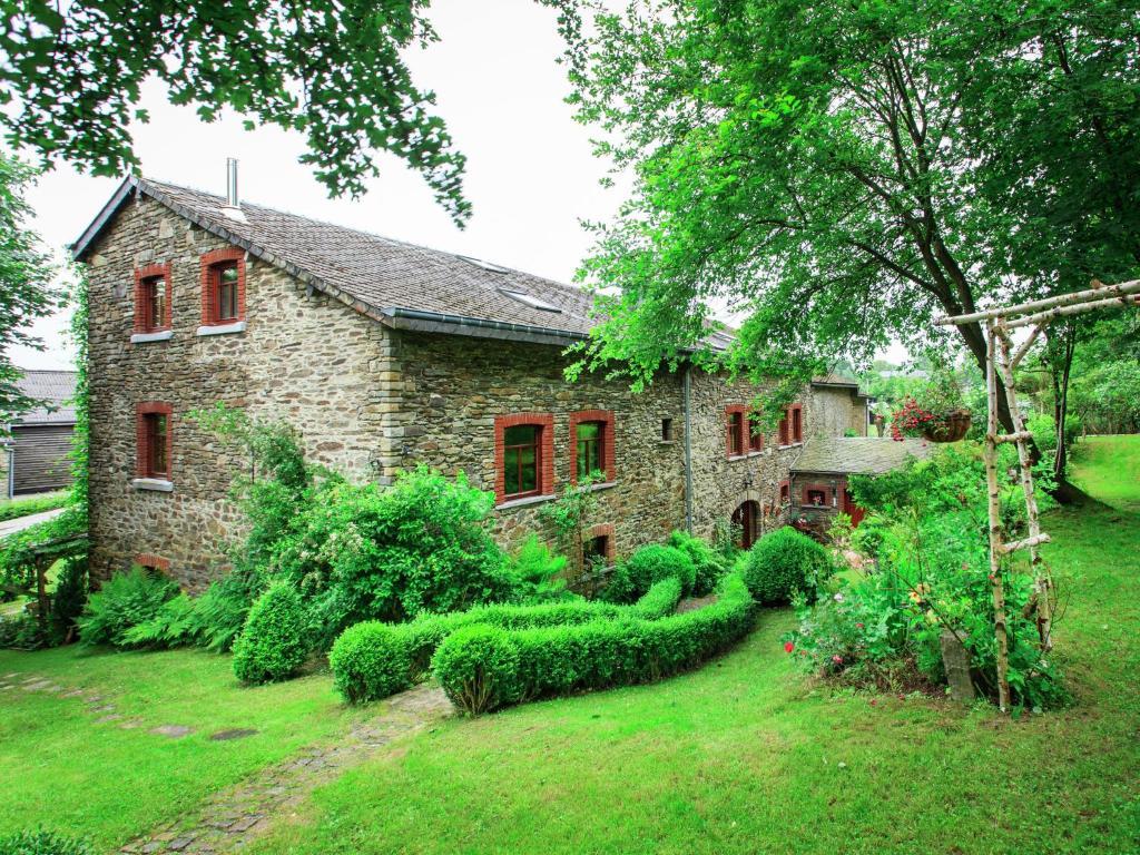 Maison de vacances g te les jardins roche belgique la for Piscine de jardin belgique