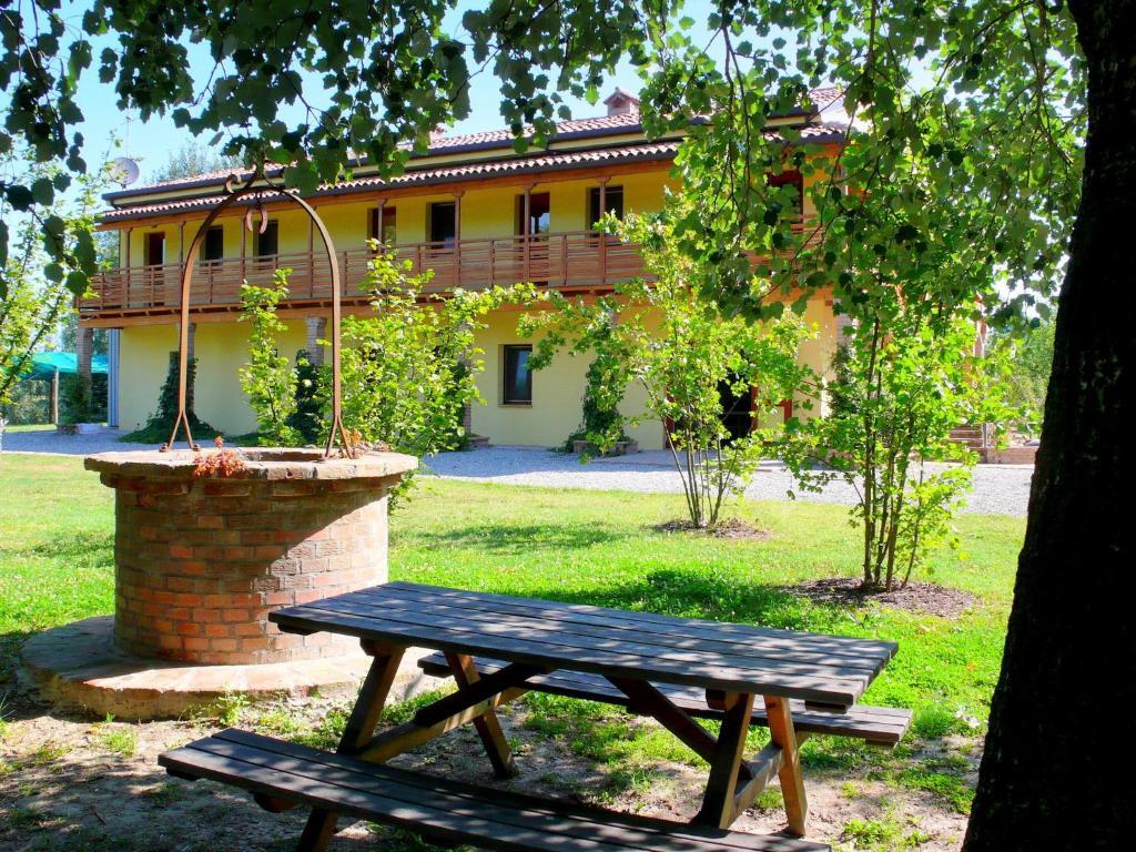 Nearby hotel : Apartment Due Laghi Portomaggiore