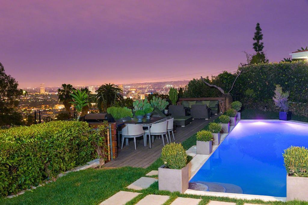 villa hollywood hills 114373 24444 vs los angeles. Black Bedroom Furniture Sets. Home Design Ideas