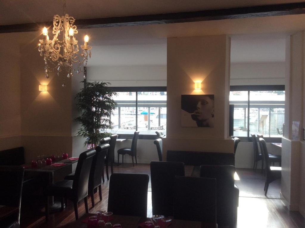 Restaurant ou autre lieu de restauration dans l'établissement Le Barock
