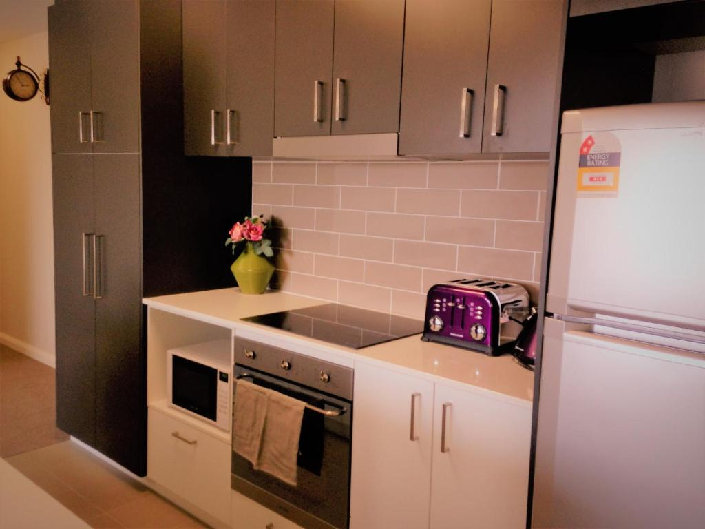 Kitchen Appliances Canberra Ivy And Roses Boutique Apartments Canberra Australia Bookingcom