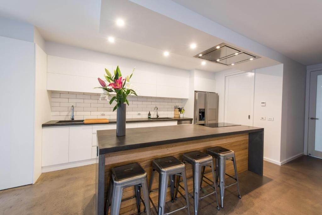 A kitchen or kitchenette at The Bright House