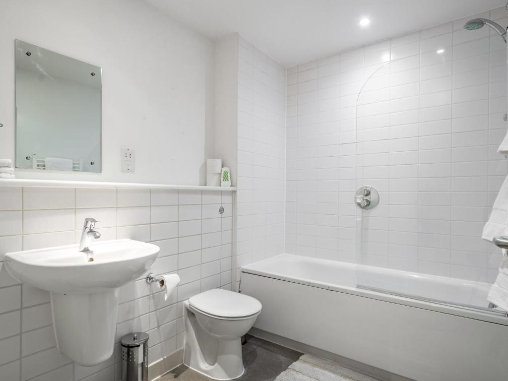 City Center Apartment, Bedford, UK - Booking.com