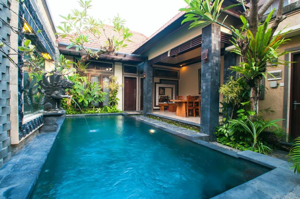 Villa taman sari bali kerobokan indonesia for Bali indonesia hotel booking