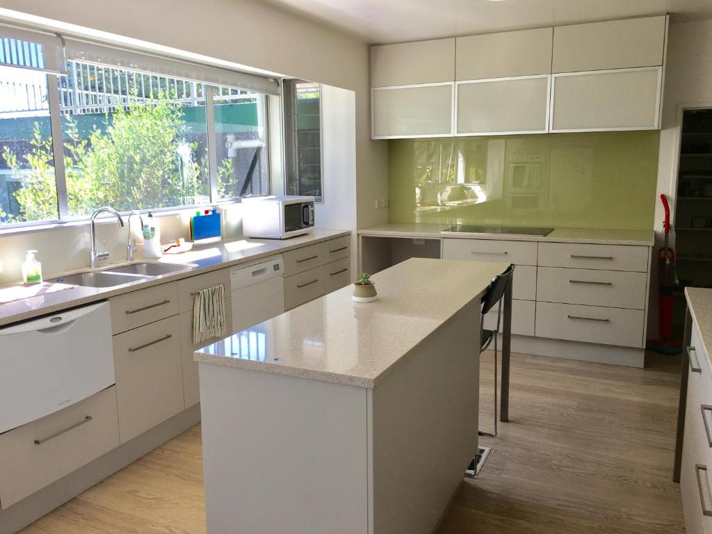 gumtree lodge bed breakfast christchurch new zealand. Black Bedroom Furniture Sets. Home Design Ideas