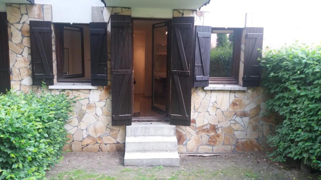 The facade or entrance of Studio Aoste