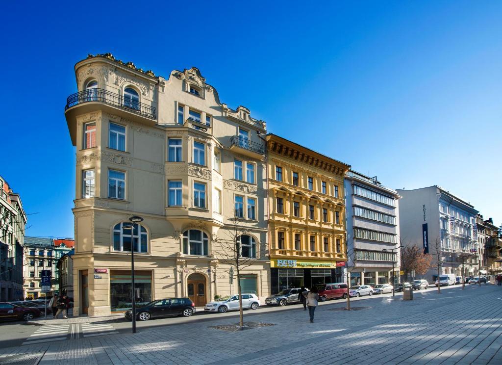 Hotel golden crown prague czech republic for Prague accommodation