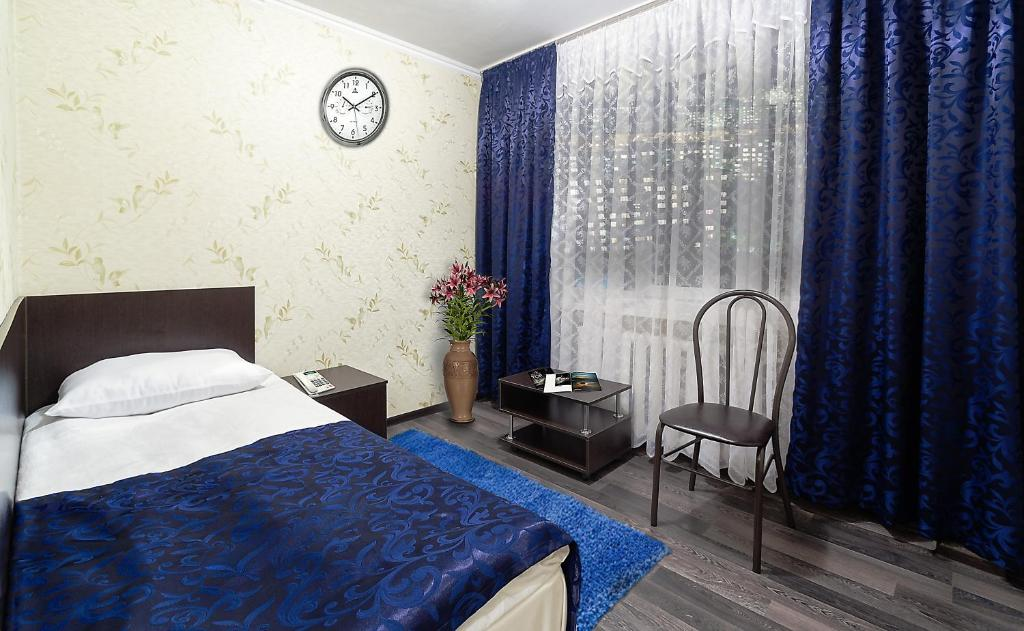 A bed or beds in a room at Hotel Kolos