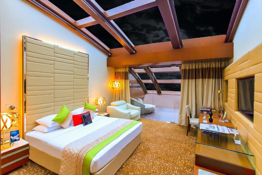 Sahara star mumbai earth room decor