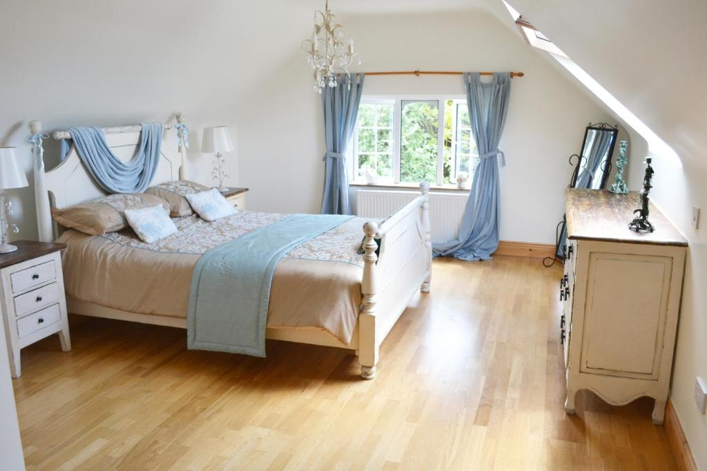 A bed or beds in a room at Hook Head Bed & Breakfast