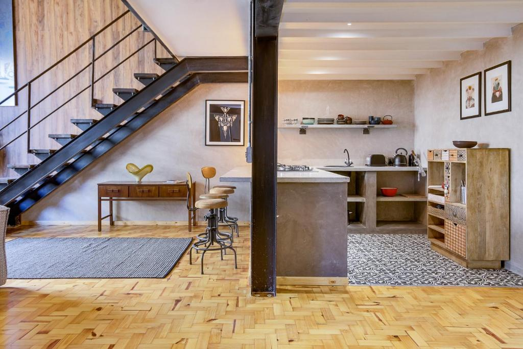 new york loft style apartment 6 cape town updated 2018 prices. Black Bedroom Furniture Sets. Home Design Ideas