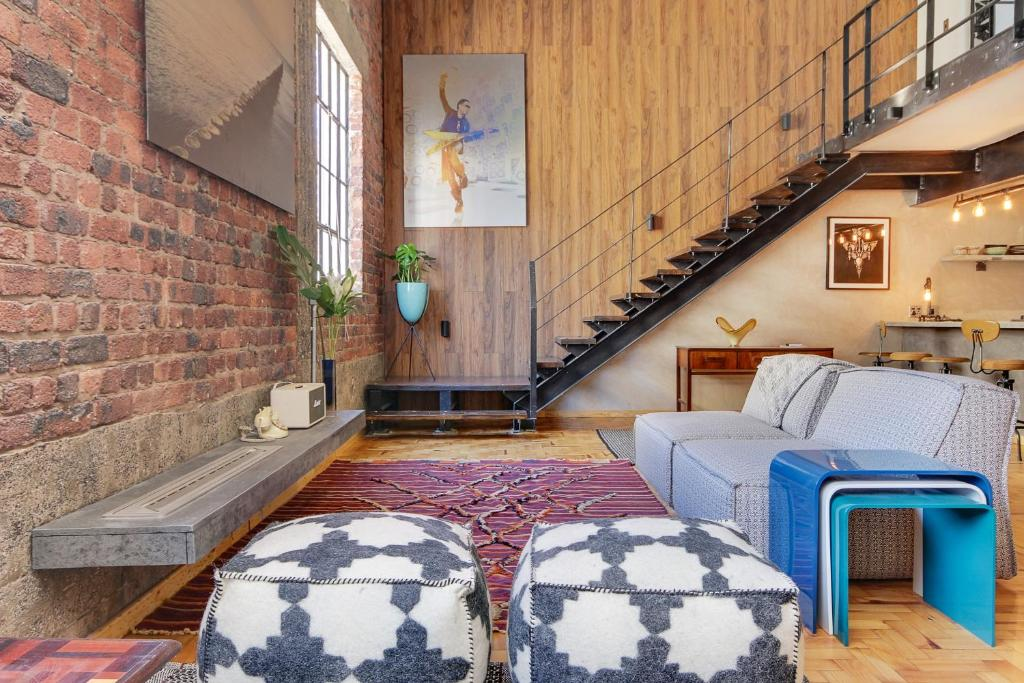 new york loft style apartment 6 cape town updated 2019 prices. Black Bedroom Furniture Sets. Home Design Ideas