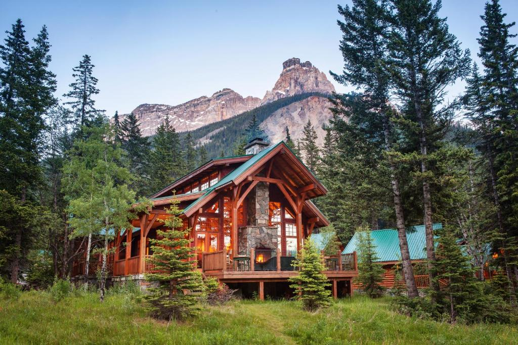 Cathedral mountain lodge field canada for Alpine lodge