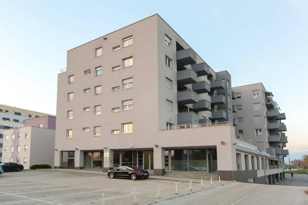 Még 18 kép. Bezárás ×. Arena Zagreb Apartment 5f967bb7a4