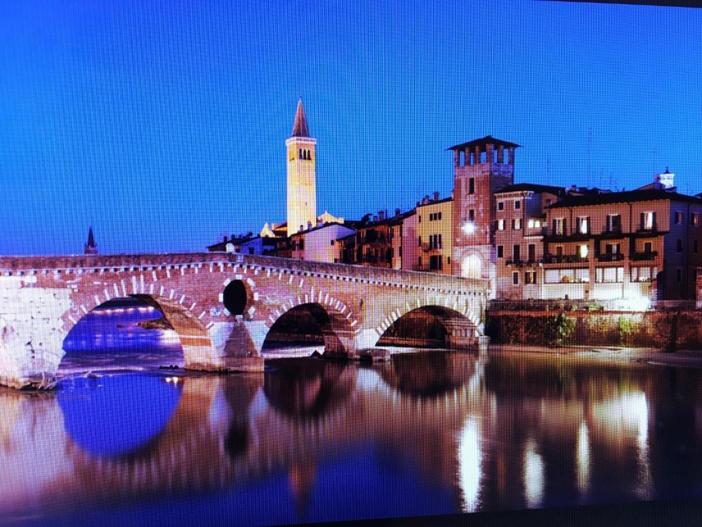 Apartment la terrazza su ponte pietra verona italy for Foto di ponti su case