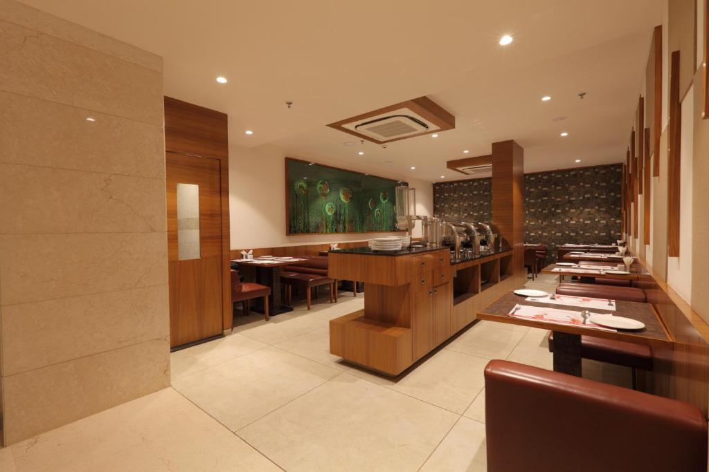 Hotel Rezaas Ahmedabad India Booking Com