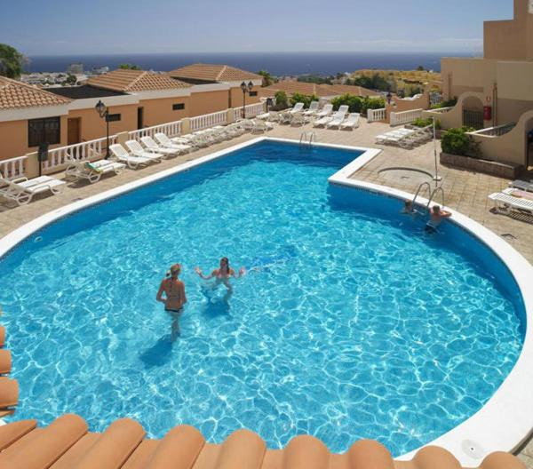 The swimming pool at or near Paradise Court Aparthotel