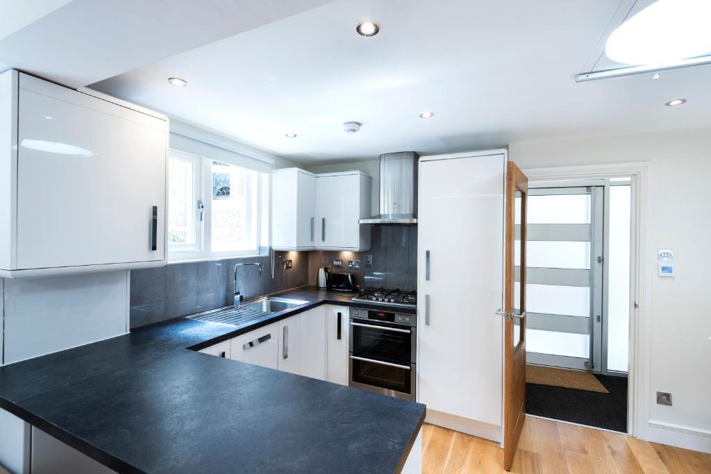 Apartment fantasticstay buckingham palace maisonette for Buckingham choice floor plans