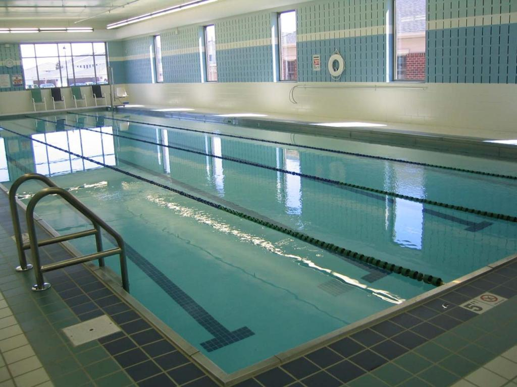 Apartment micasa clean and cozy liberty vil toronto - Swimming pool lighting requirements ...