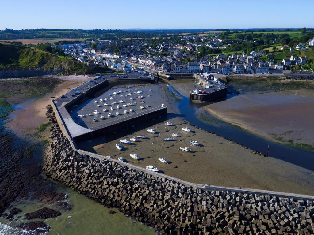 Hotel Ibis Bayeux Port En Bessin PortenBessinHuppain France - Location port en bessin