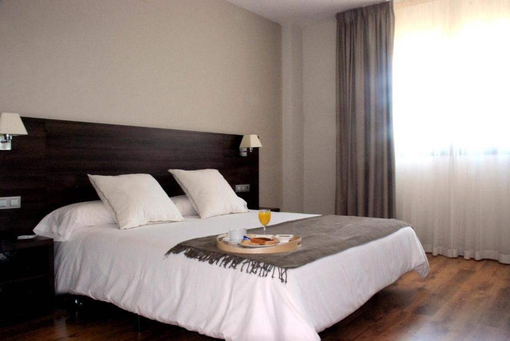 A bed or beds in a room at Hotel Pago del Olivo
