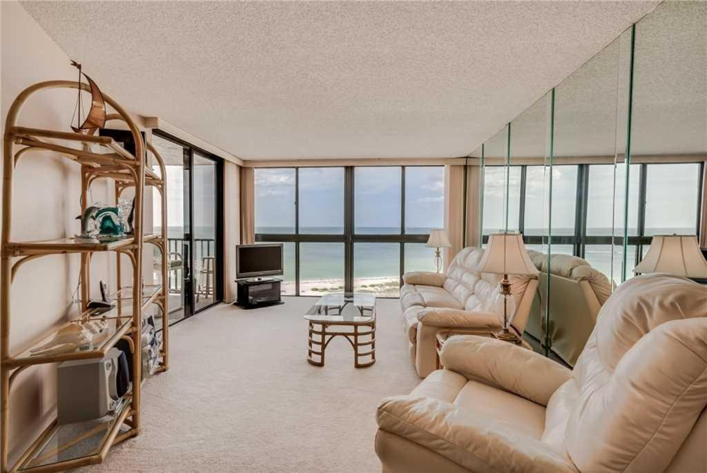 one bedroom condo. Gallery image of this property Lighthouse Towers  One Bedroom Condo 1205 Clearwater Beach FL