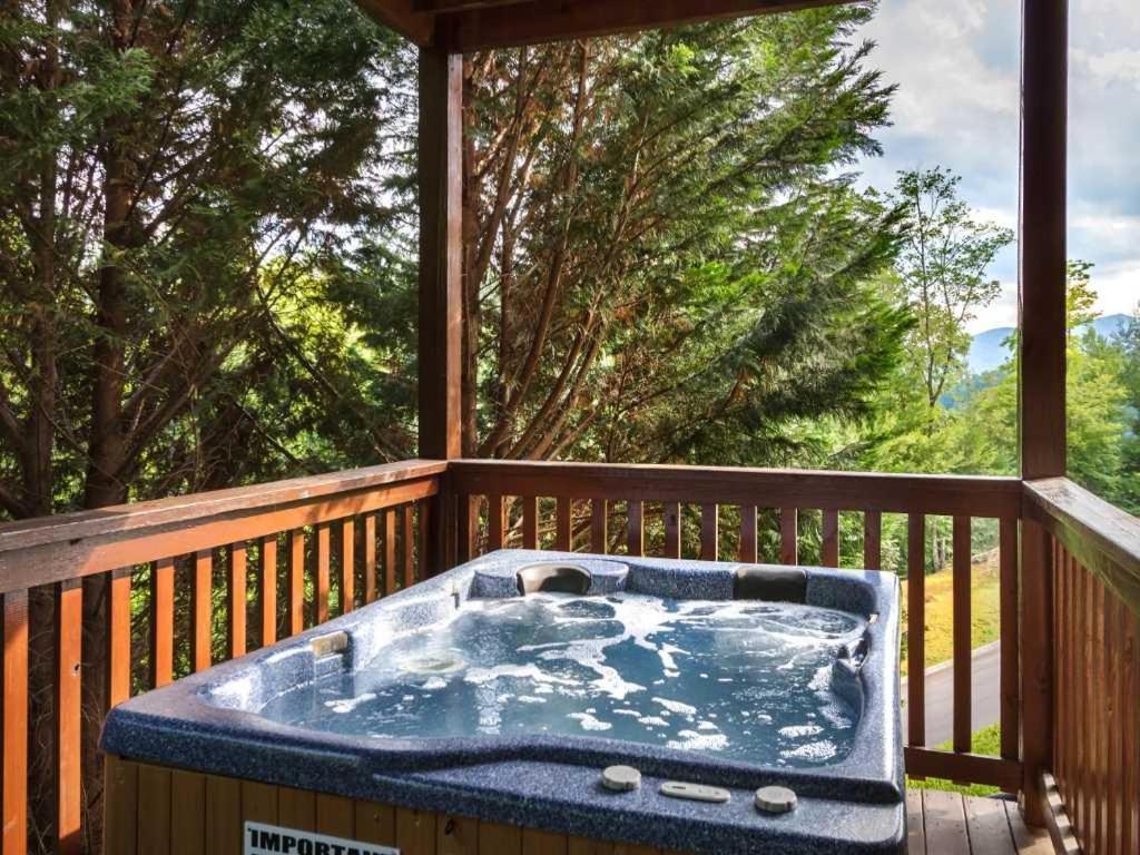 Vikendica Saddle Ridge Two Bedroom Home SAD Gatlinburg
