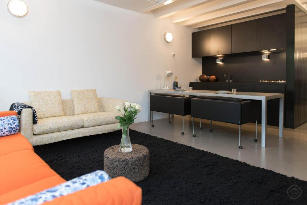 Canal design apartment ned amsterdam for Design apartment jordaan