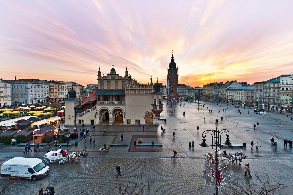 Apartamenty SunSnow Main Square Krakw Poland  Bookingcom
