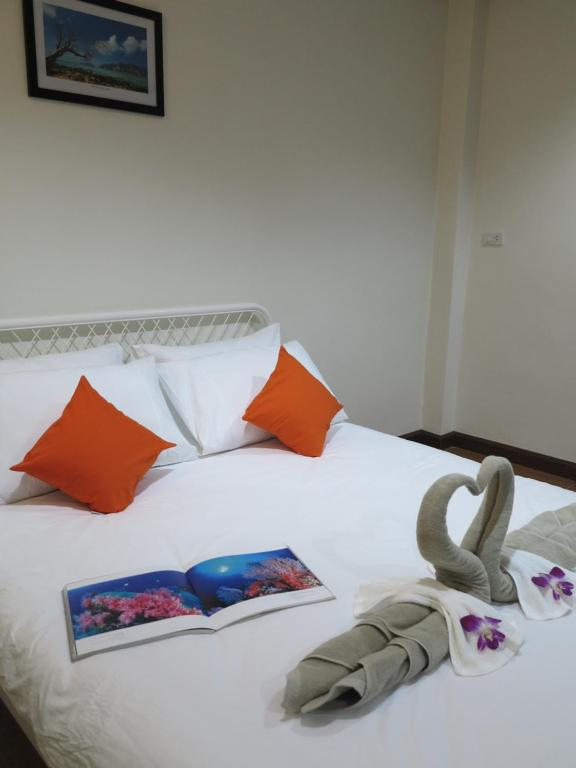A bed or beds in a room at Pro Chill Krabi Guesthouse