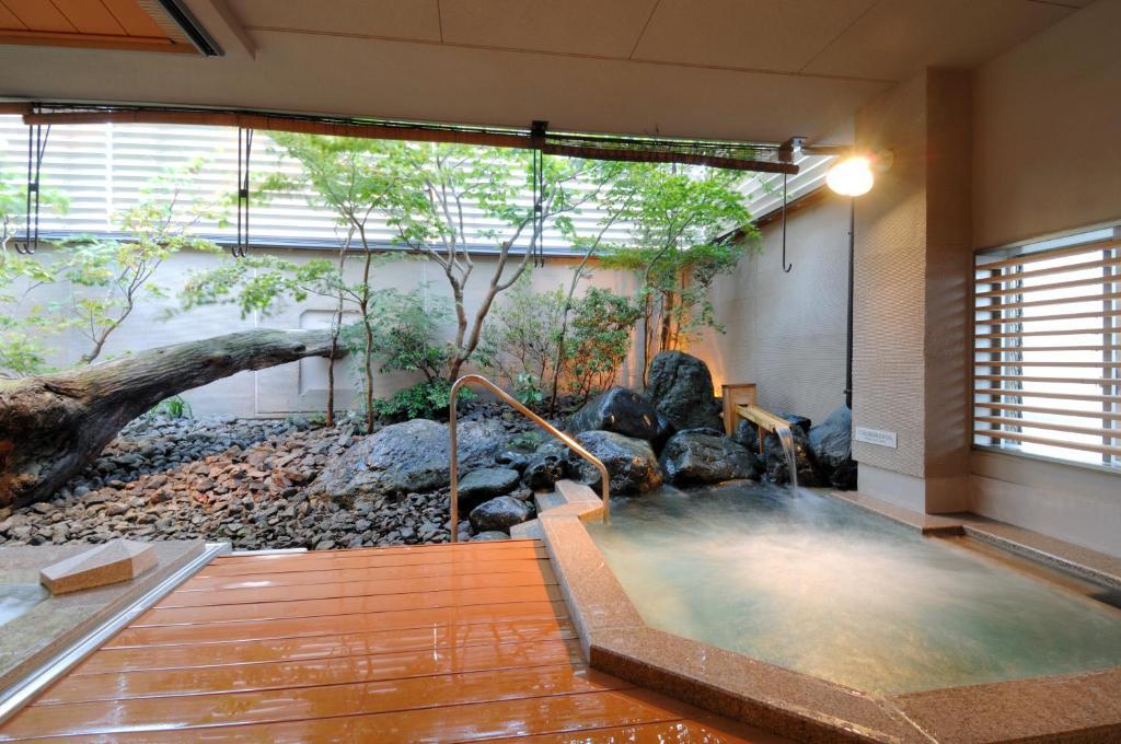 ポイント2.汗を流せる2つの浴場とサウナ