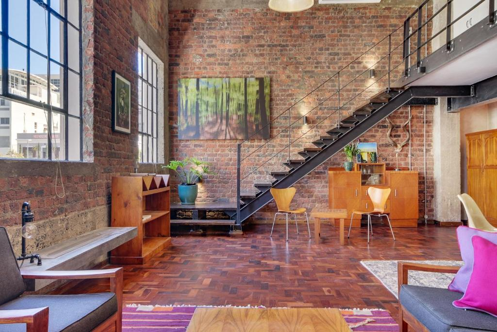 New york loft style apartment 7 cape town south africa for Loft apartments in nyc