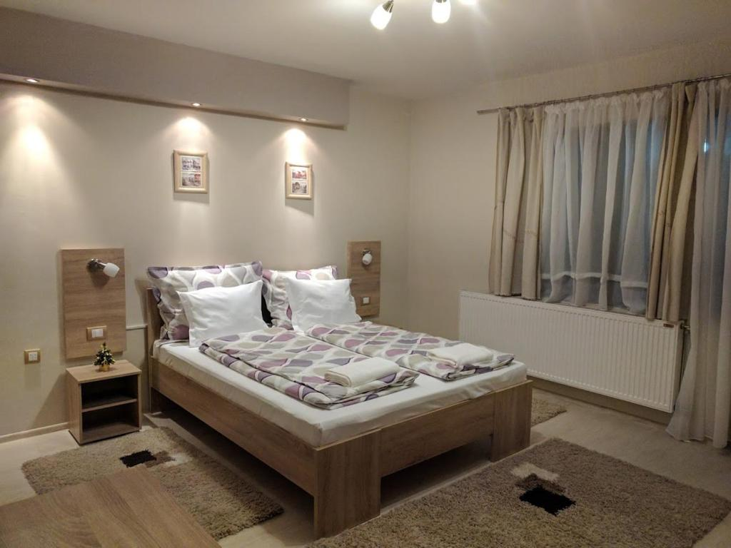 A bed or beds in a room at Guest House Dimitrije