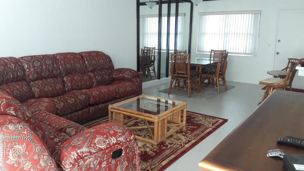 Apartments In Smith Point Grand Bahama
