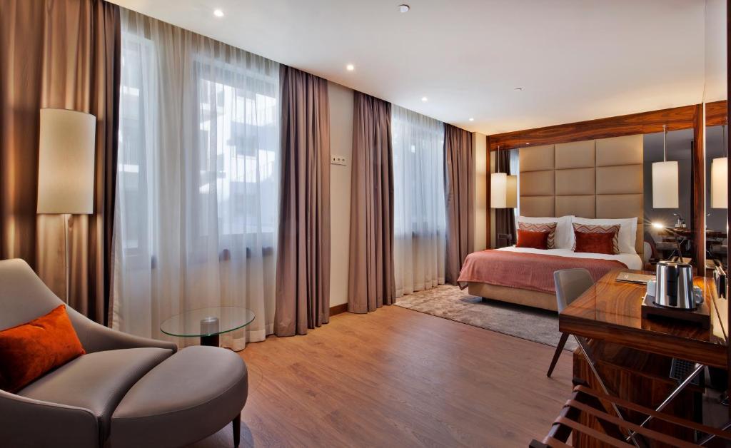 Uma área de estar em TURIM Marques Hotel