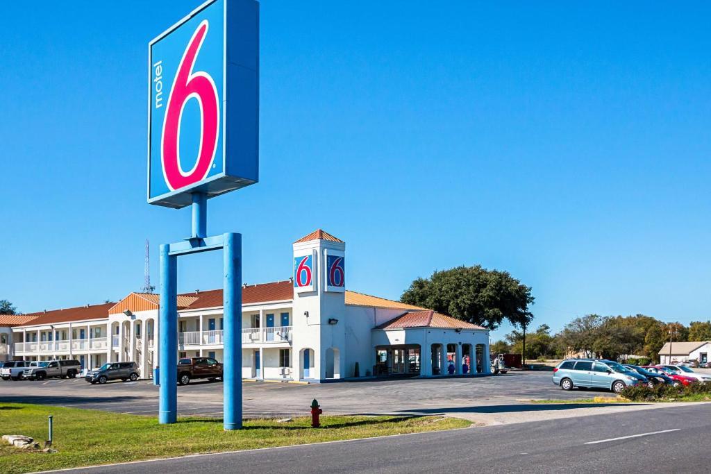 Motel 6 Round Rock Austin Tx Booking Com