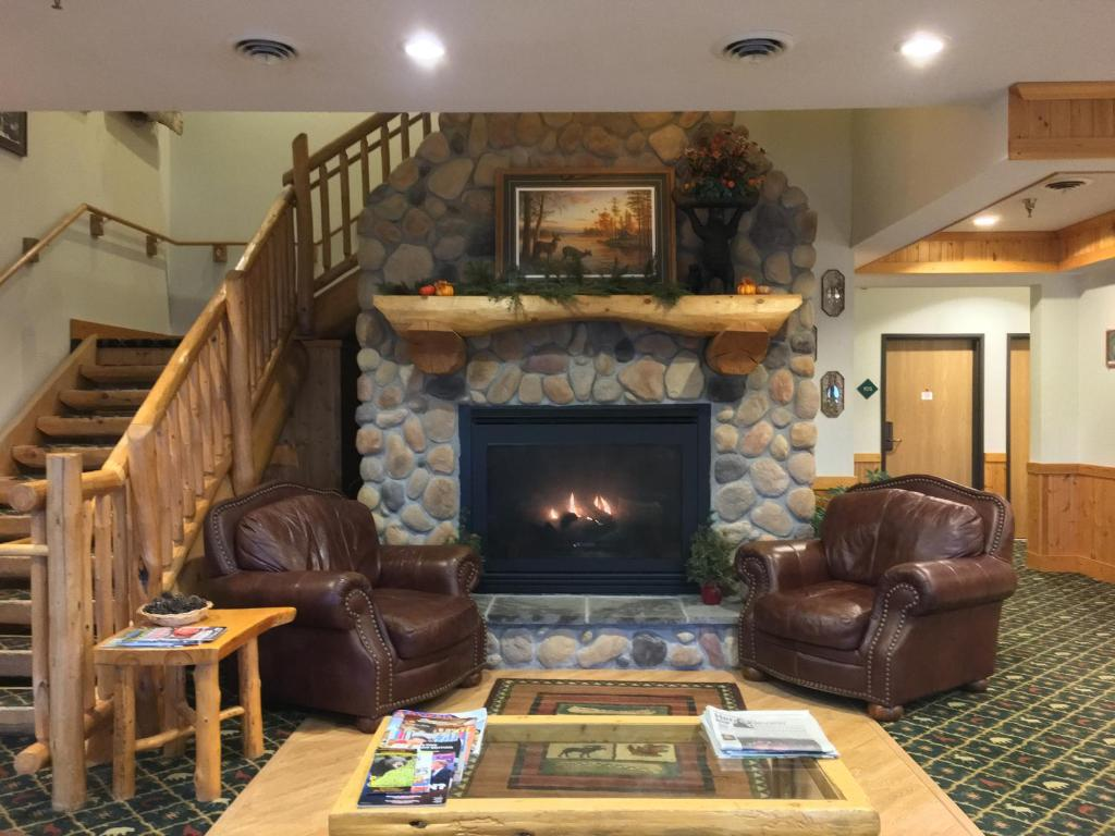 Americas Best Value Inn Hibbing White Oak Inn And Suites Deer River Mn Bookingcom