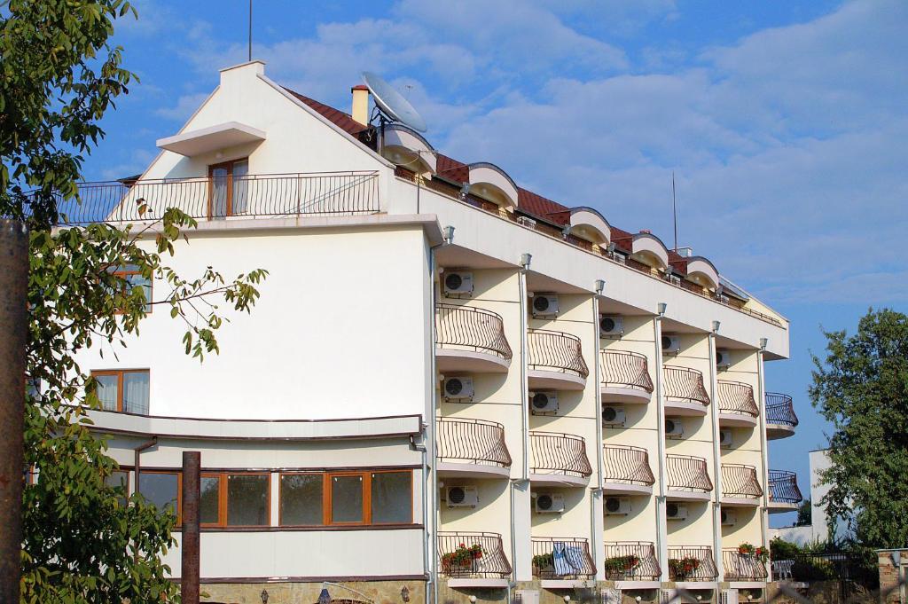 Хотел Семеен Свети Никола - Елена