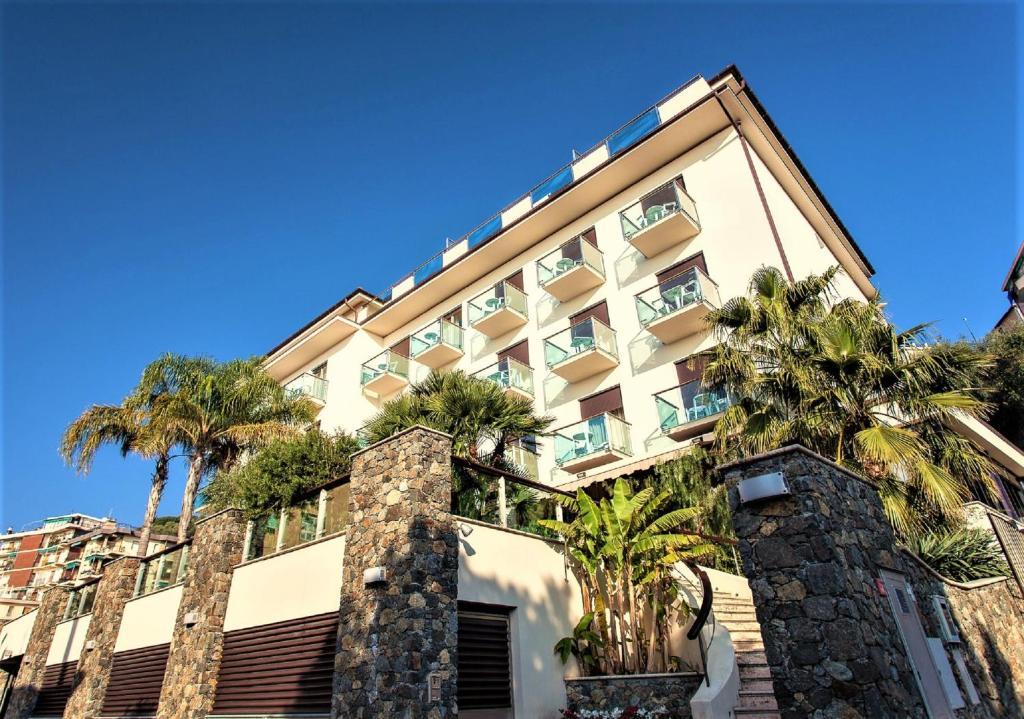 Vasca Da Bagno Ariston Prezzi : Hotel ariston varazze u prezzi aggiornati per il