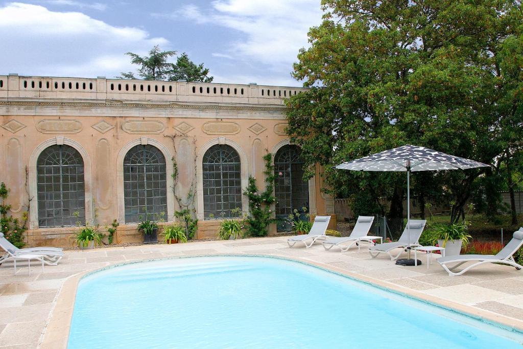 Piscine de l'établissement Château de Briante ou située à proximité